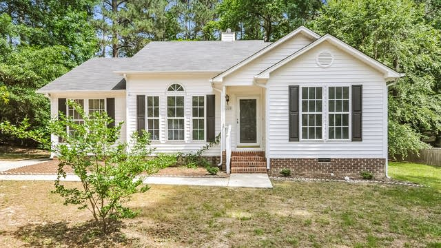 Photo 1 of 25 - 5209 Pronghorn Ln, Raleigh, NC 27610