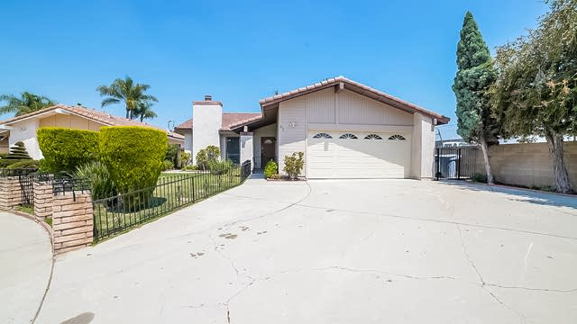 Photo 1 of 25 - 676 S Edenfield Ave, Covina, CA 91723