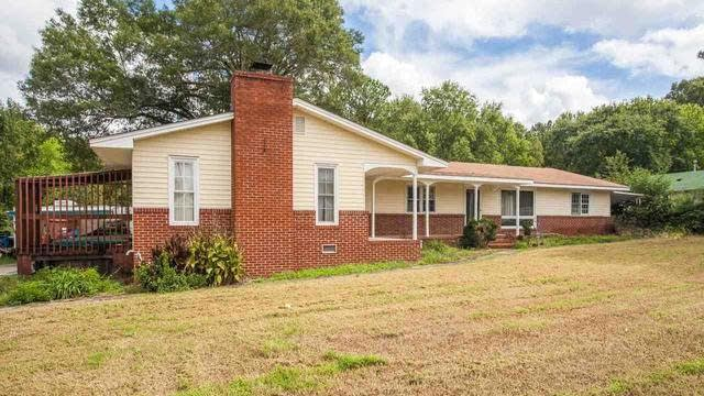 Photo 1 of 19 - 320 N Nassau St, Youngsville, NC 27596