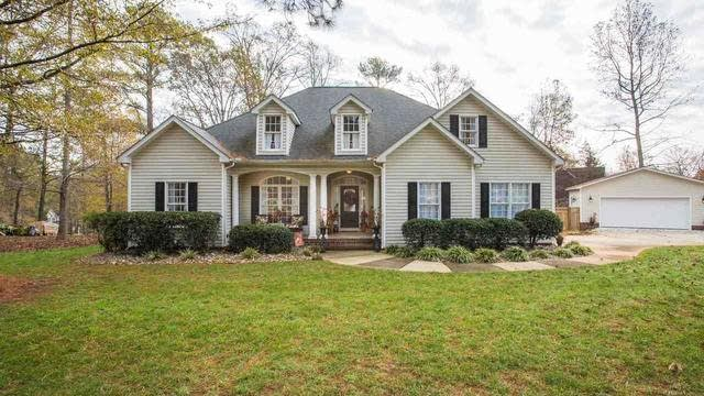 Photo 1 of 25 - 15 Winchester Ct, Youngsville, NC 27596