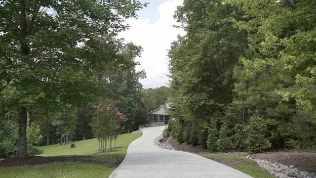 Photo 1 of 30 - 6212 Autrey Ct, Raleigh, NC 27613