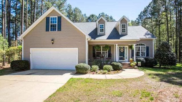 Photo 1 of 30 - 25 W Shorrey Pl, Youngsville, NC 27596