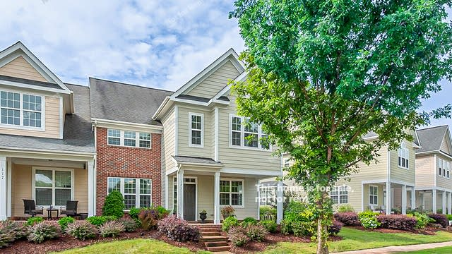Photo 1 of 24 - 121 Coffee Bluff Ln, Holly Springs, NC 27540