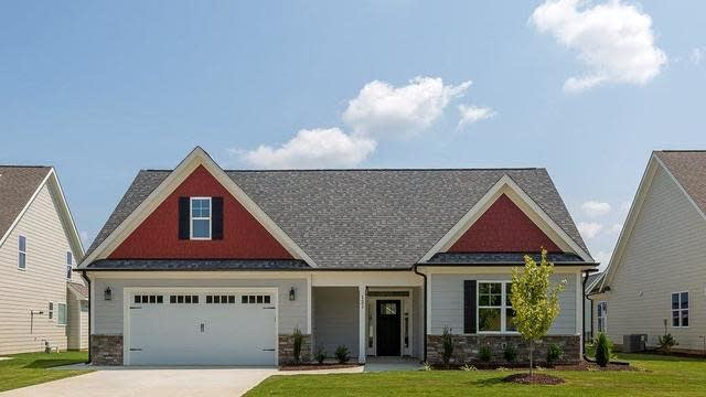 Photo 1 of 25 - 121 Plantation Dr, Youngsville, NC 27596