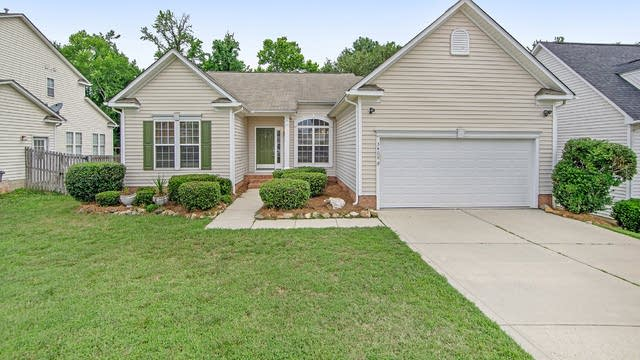 Photo 1 of 16 - 3408 Balsam Tree Dr, Charlotte, NC 28269