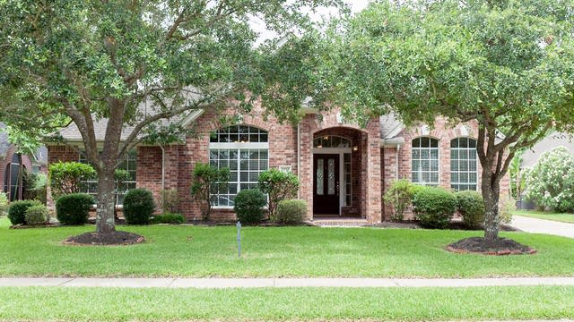 Photo 1 of 18 - 2512 Sunny Shores Dr, Pearland, TX 77584