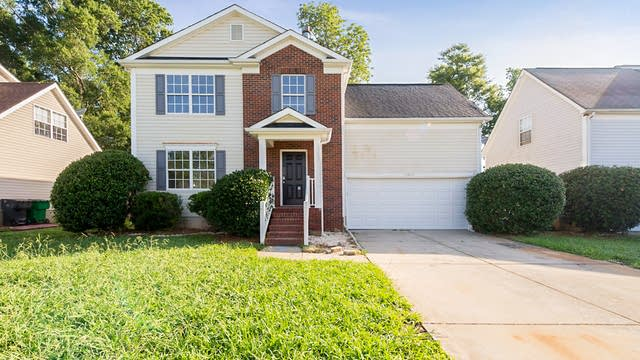 Photo 1 of 16 - 13806 Pilcher Dr, Charlotte, NC 28278
