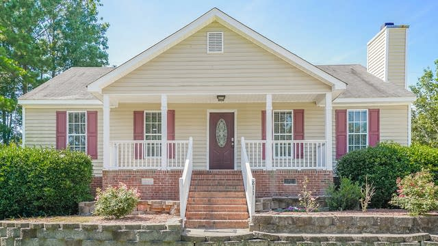 Photo 1 of 25 - 811 Delray Ln, Knightdale, NC 27545