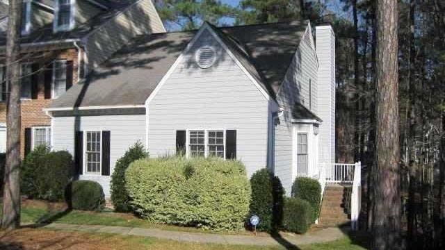 Photo 1 of 30 - 6030 Epping Forest Dr, Raleigh, NC 27613