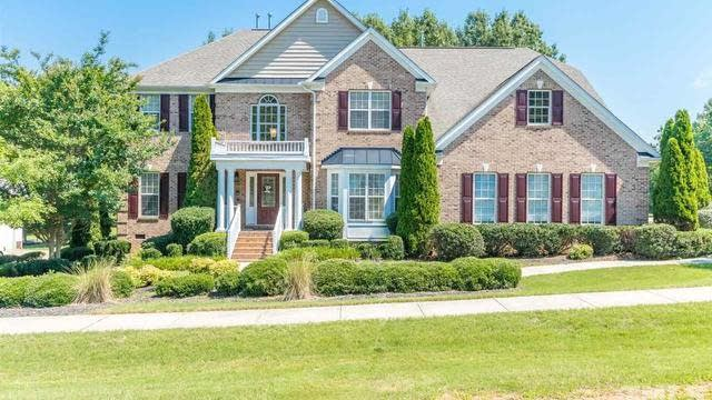 Photo 1 of 30 - 610 Long View Dr, Youngsville, NC 27596