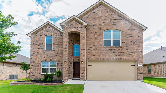 Photo 1 of 31 - 9229 Flying Eagle Ln, Fort Worth, TX 76131