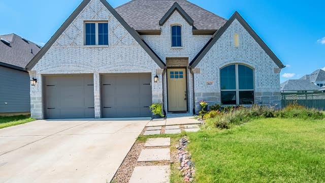 Photo 1 of 29 - 2621 Woodhill Way, Justin, TX 76247