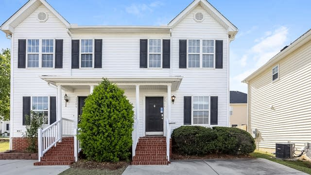 Photo 1 of 25 - 2211 Turtle Point Dr, Raleigh, NC 27604