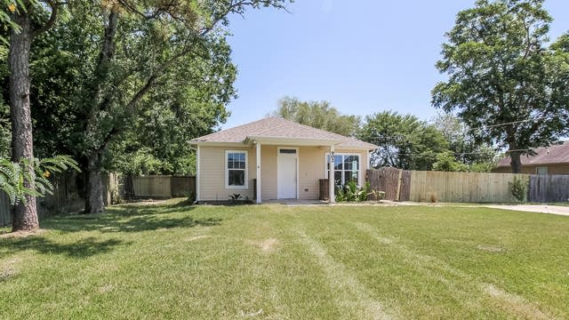 Photo 1 of 25 - 902 Virginia Ave, League City, TX 77573