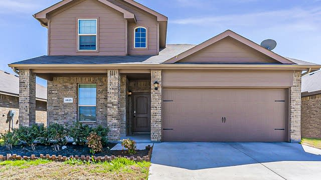 Photo 1 of 32 - 2625 Swift Creek Dr, Fort Worth, TX 76123
