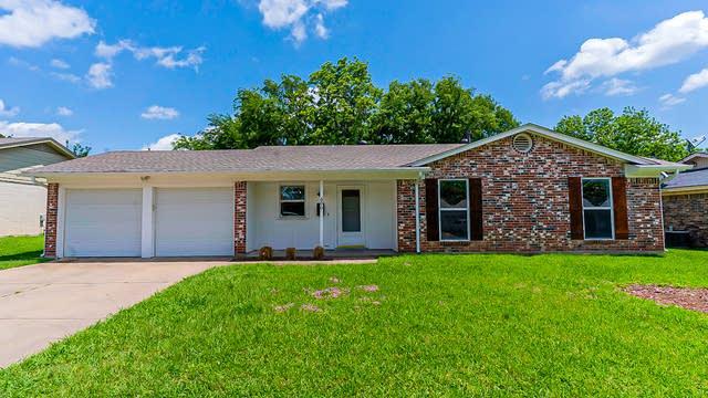 Photo 1 of 24 - 600 NW Barbara Ln, Burleson, TX 76028