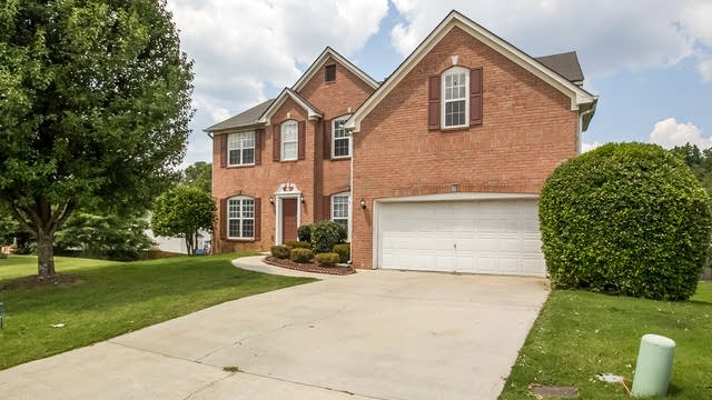 Photo 1 of 29 - 817 Silkview Ct, Lawrenceville, GA 30045