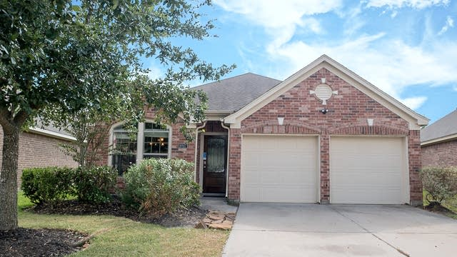 Photo 1 of 23 - 18907 Pinewood Point Ln, Tomball, TX 77377