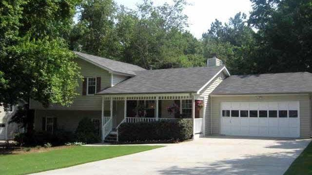 Photo 1 of 2 - 2401 Rockwell Dr, Buford, GA 30519