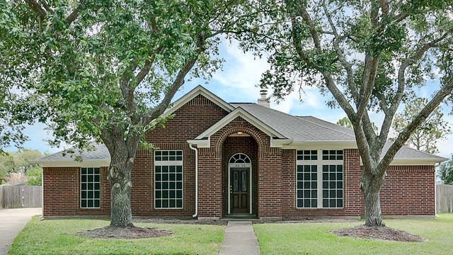 Photo 1 of 25 - 4618 Twin Timber Ct, Fresno, TX 77545