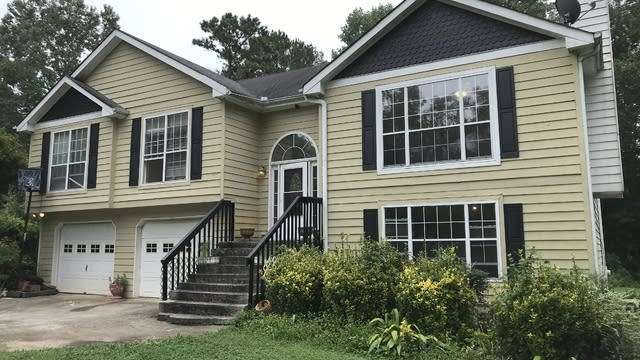 Photo 1 of 19 - 1448 Millstone Ct, Bethlehem, GA 30620