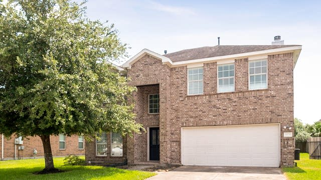 Photo 1 of 32 - 6108 Hubbell Dr, Pearland, TX 77584