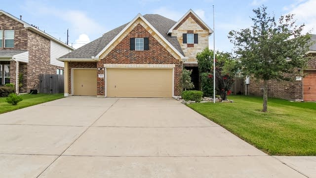 Photo 1 of 25 - 7806 Brooks Crossing Dr, Baytown, TX 77523