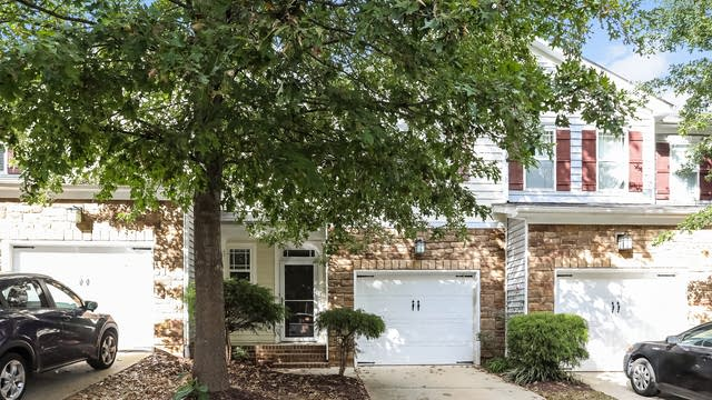Photo 1 of 25 - 4716 Lawhorn St, Raleigh, NC 27606