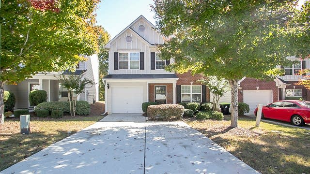 Photo 1 of 24 - 9430 Lakeview Rd, Union City, GA 30291