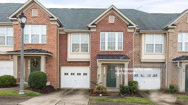 Photo 1 of 17 - 9809 Blackwell Dr, Raleigh, NC 27617