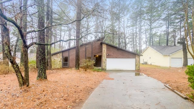 Photo 1 of 25 - 946 Indian Way NW, Lilburn, GA 30047