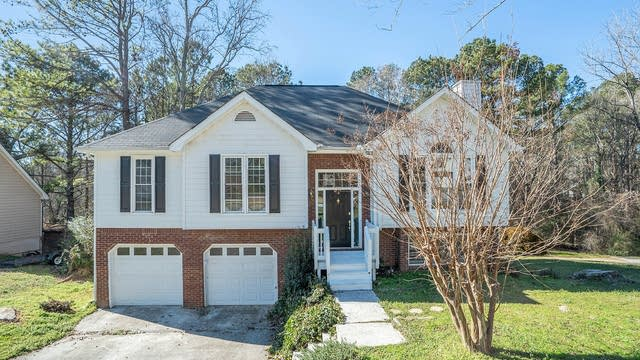 Photo 1 of 17 - 4020 Willowmeade Dr, Snellville, GA 30039