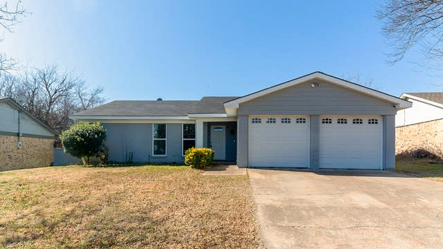 Photo 1 of 19 - 6808 Woodway Dr, Fort Worth, TX 76133