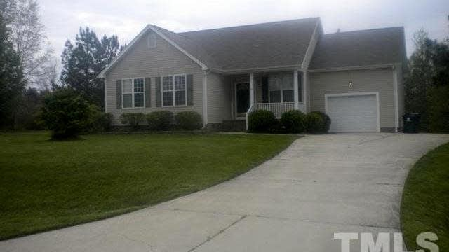 Photo 1 of 17 - 25 Camden Dr, Youngsville, NC 27596