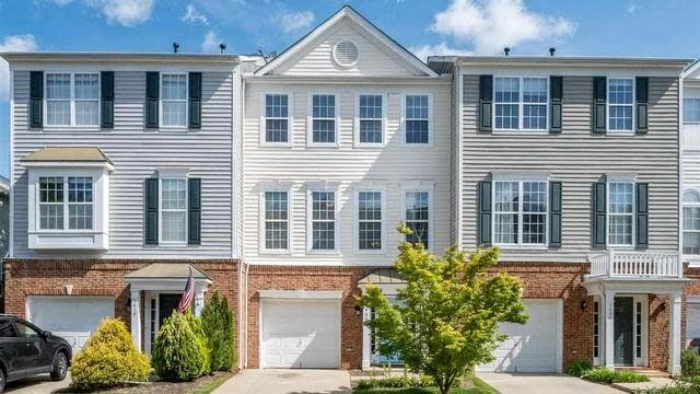 Photo 1 of 28 - 5408 Shady Crest Dr, Raleigh, NC 27613