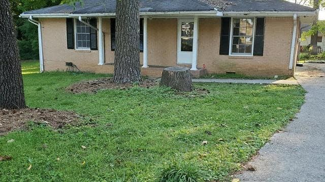Photo 1 of 2 - 477 Village Ln, Jonesboro, GA 30236