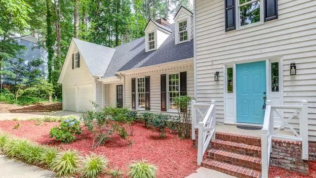 Photo 1 of 30 - 2909 Legare Ct, Raleigh, NC 27613