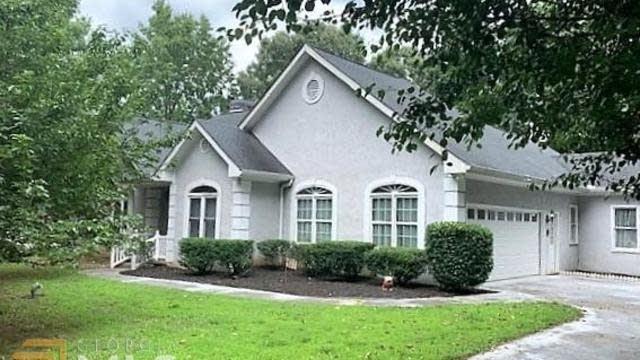 Photo 1 of 33 - 8186 Seven Oaks Dr, Jonesboro, GA 30236