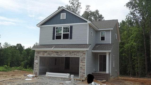 Photo 1 of 5 - 150 Teal Dr, Youngsville, NC 27596