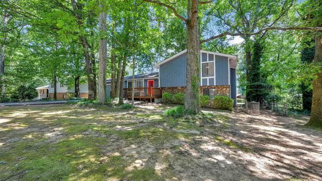 Photo 1 of 25 - 2119 Shawnee Dr, Jonesboro, GA 30236
