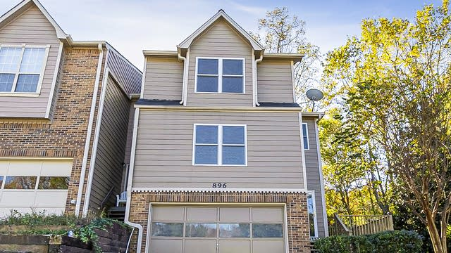 Photo 1 of 29 - 896 Edgewater Cir, Marietta, GA 30062