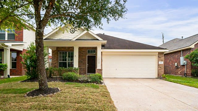 Photo 1 of 28 - 2938 Smokey Forest Ln, Spring, TX 77386