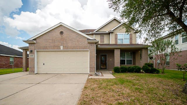 Photo 1 of 36 - 4305 Summer Ln, Pearland, TX 77584
