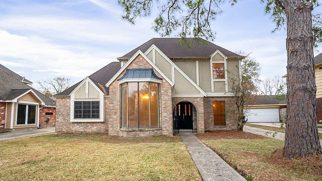 Photo 1 of 36 - 4247 Meadowchase Ln, Houston, TX 77014