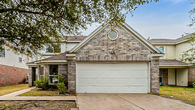 Photo 1 of 38 - 1915 Hall Ridge Trace Ln, Houston, TX 77067