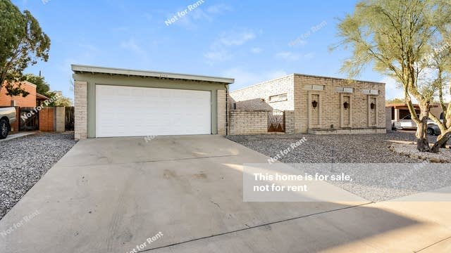 Photo 1 of 32 - 8964 E Maple Leaf Dr, Tucson, AZ 85710
