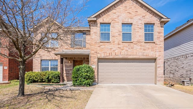Photo 1 of 27 - 10404 Sixpence Ln, Fort Worth, TX 76108