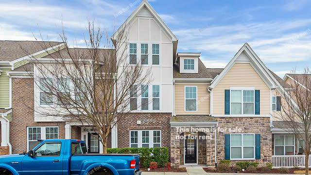 Photo 1 of 26 - 1314 Alston Forest Dr, Cary, NC 27560