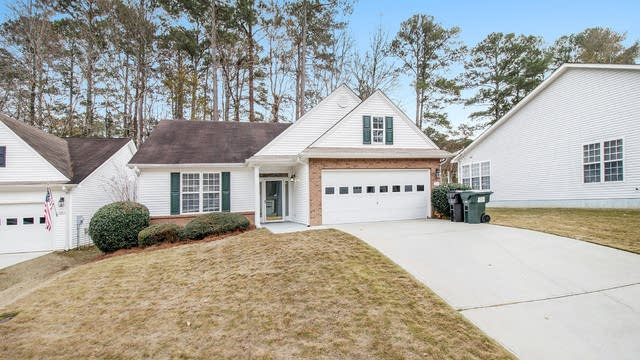 Photo 1 of 16 - 124 Willow Creek Dr, Peachtree City, GA 30269