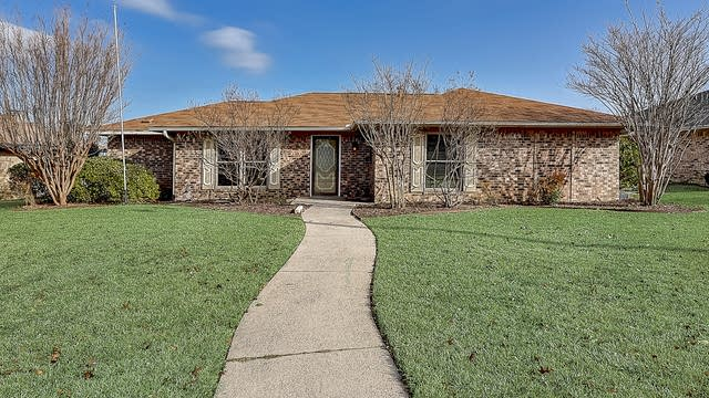 Photo 1 of 41 - 1915 Sierra Dr, Lewisville, TX 75077